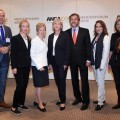 Auf dem Bild zu sehen ist ein Gruppenbild vom Medienforum mit Ministerpräsidentin Kraft und Medienministerin Schwall-Düren.