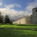Symbol römischer Macht und Kultur: Die Stadtmauer im LVR-Archäologischen Park Xanten.