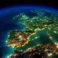 Der Planet Erde - Europa bei Nacht - Die Großstädte leuchten auf.