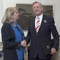 Ministerpräsidentin Hannelore Kraft verleiht den Verdienstorden des Landes Nordrhein-Westfalen an Botschafter a.D. Avi Primor