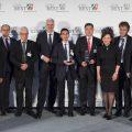 NRW-Wirtschaftsminister Garrelt Duin und die Preisträger posieren für ein Gruppenfoto