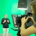 Das Bild zeigt die Aufnahme eines Gebärdensprache-Videos.