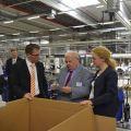 Arbeitsminister Guntram Schneider hat sich beim Besuch der Firma Weidmüller Interface über die Digitalisierung der Arbeitswelt informiert