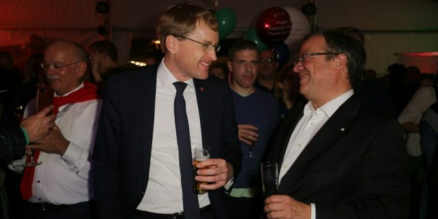 Ministerpräsident Günther (links) mit Ministerpräsident Laschet (rechts)