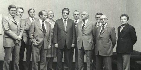 Das Bild zeigt das 3. Kabinett von Ministerpräsident Kühn.