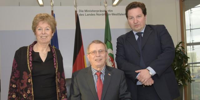 Gruppenfoto (v.l.n.r.) von mit Europaministerin Dr. Schwall-Düren, Generalkonsul Schmagin und Doyen Nebojsa Kosutic