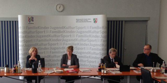 Ministerin Kampmann stellt 10. Kinder- und Jugendbericht vor