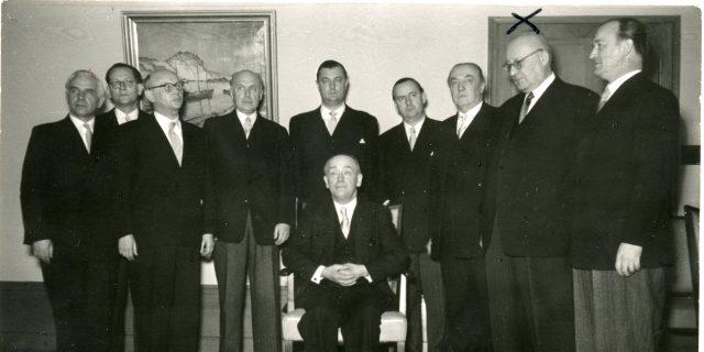 Das Bild zeigt das Kabinett von Ministerpräsident Steinhoff.