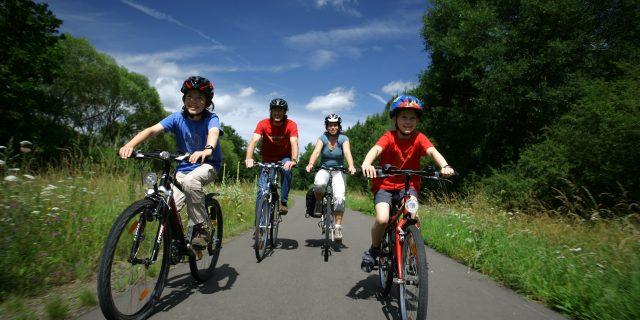 Familie mit Fahrrädern