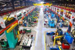 Bild einer Industriehalle mit Maschinen