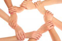 Bild mit Händen, die sich kreisförmig festhalten