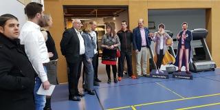 Staatssekretärin Andrea Milz besucht einen Badminton Verein.