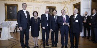 Gruppenbild mit Bundespräsident Steinmeier und Ministerpräsident Laschet.