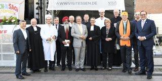 Gruppenfoto mit den Vertretern der verschiedenen Religionen