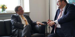Ministerpräsident Armin Laschet im Gesprüch mit dem Vorsitzenden der Union progressiver Juden Rabbiner Prof. Dr. Dr. Walter Homolka
