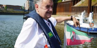 Innenminister Herbert Reul auf einem Boot