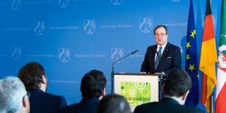 Ministerpräsident Armin Laschet hält eine Rede zur Olympiabewerbung.