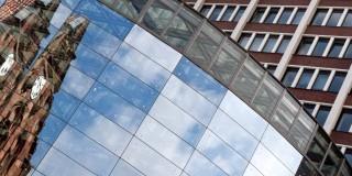 Das Foto zeigt die Fassade eines Rathauses in Nordrhein-Westfalen.
