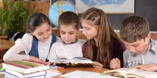 Bild mit Kindern beim Lernen