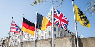 Mehrere Flaggen, darunter auch von Deutschland, Belgien und England.