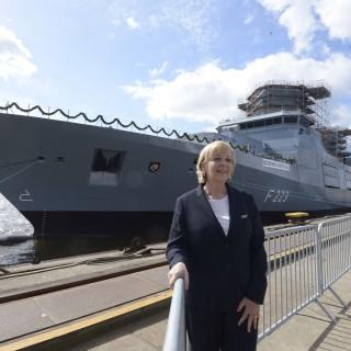 """Ministerpräsidentin Kraft tauft die Fregatte """"Nordrhein-Westfalen"""""""
