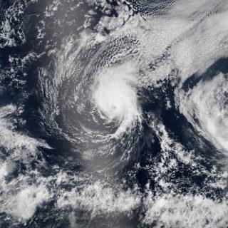 Hurrikane Iselle und Julio vor Hawaii