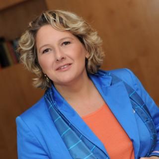 Porträtfoto von Ministerin Schulze