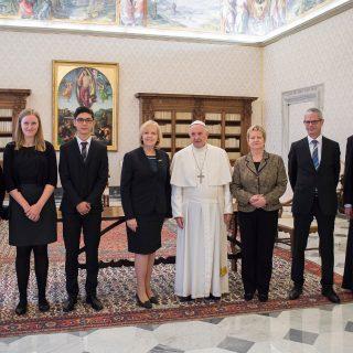 Gruppenfoto der Delegation beim Papst