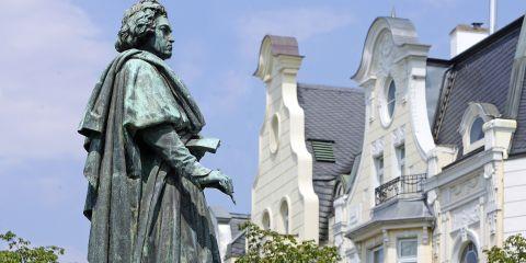 Das Bild zeigt das Beethoven-Denkmal in Bonn