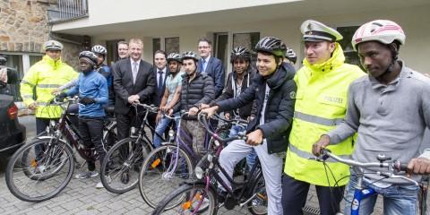 Polizei sorgt mit Fahrradtraining für Sicherheit von Flüchtlingen im Straßenverkehr