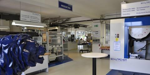Innenaufnahme der Produktionshalle von Schumacher Precision Tools