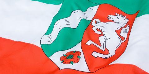 Sie sehen die Flagge von NRW.