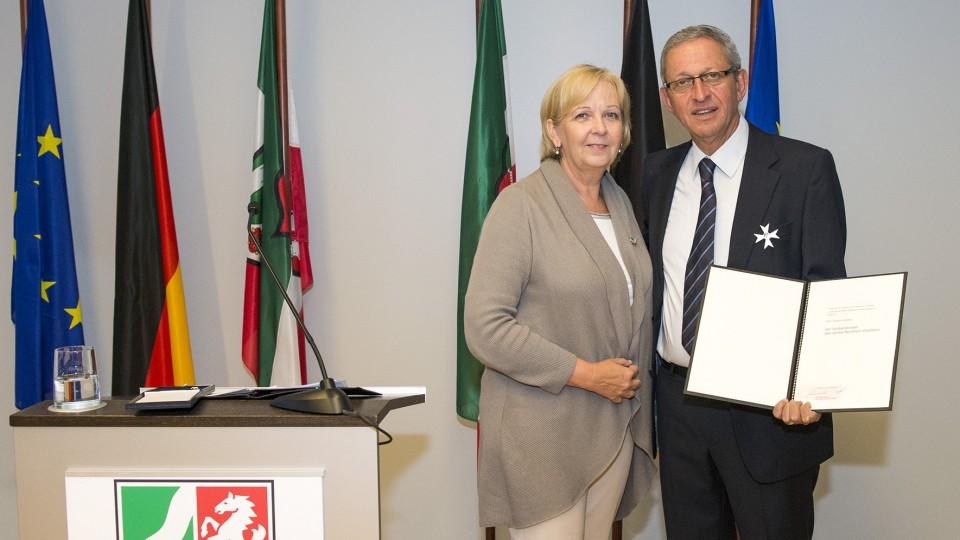 Ministerpräsidentin Hannelore Kraft überreicht Landesverdienstorden an Gershon Gelman,