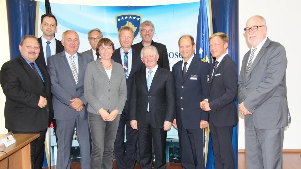 Kosovo-Reise von Minister Jäger und NRW-Innenausschuss