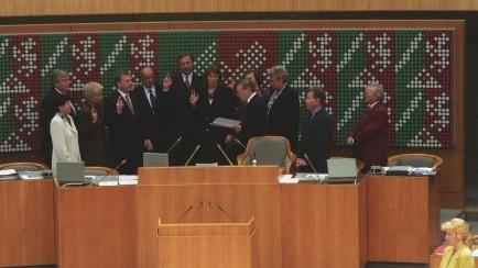 Das Bild zeigt das 1. Kabinett Clement bei der Vereidigung.