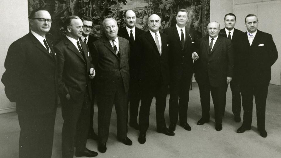 Das Bild zeigt das 1. Kabinett von Ministerpräsident Kühn.