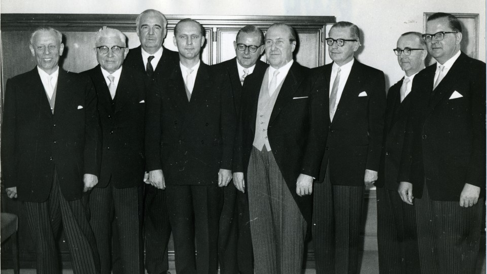 Das Bild zeigt das 1. Kabinett von Ministerpräsident Meyers.