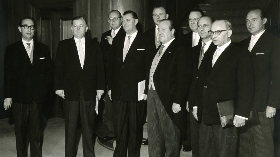 Das Bild zeigt das 2. Kabinett von Ministerpräsident Meyers.