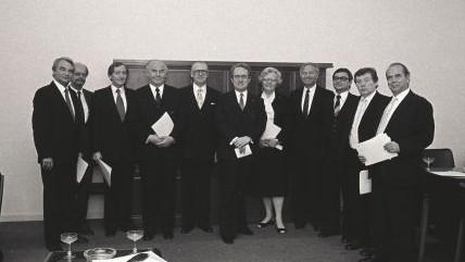 Das Bild zeigt das 2. Kabinett von Ministerpräsident Rau.