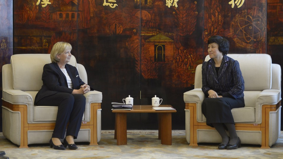 Ministerpräsidentin Hannelore Kraft im Gespräch mit der ersten Parteisekretärin und Chairwoman des Universitäts-Council, CHEN Xu