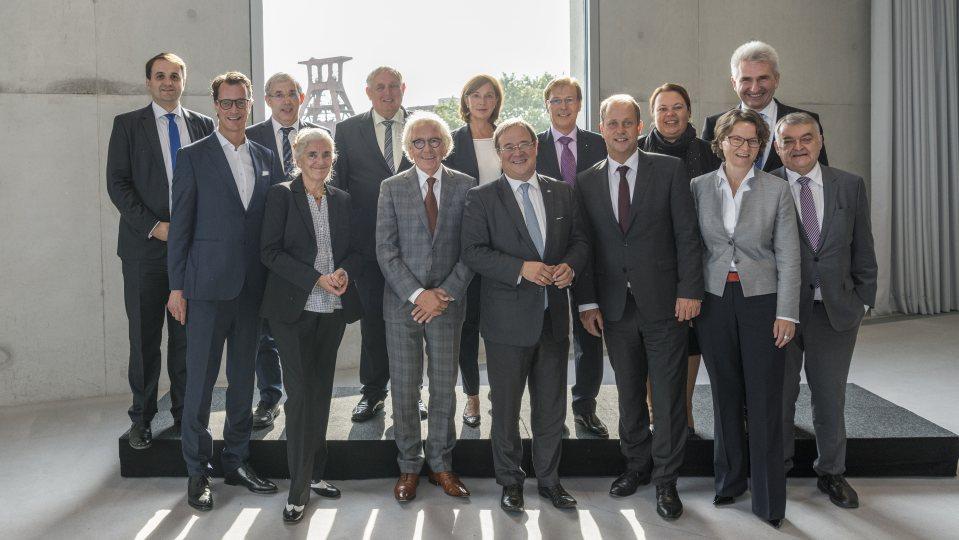 Gruppenfoto der Mitglieder des Landeskabinetts von Nordrhein-Westfalen in Essen