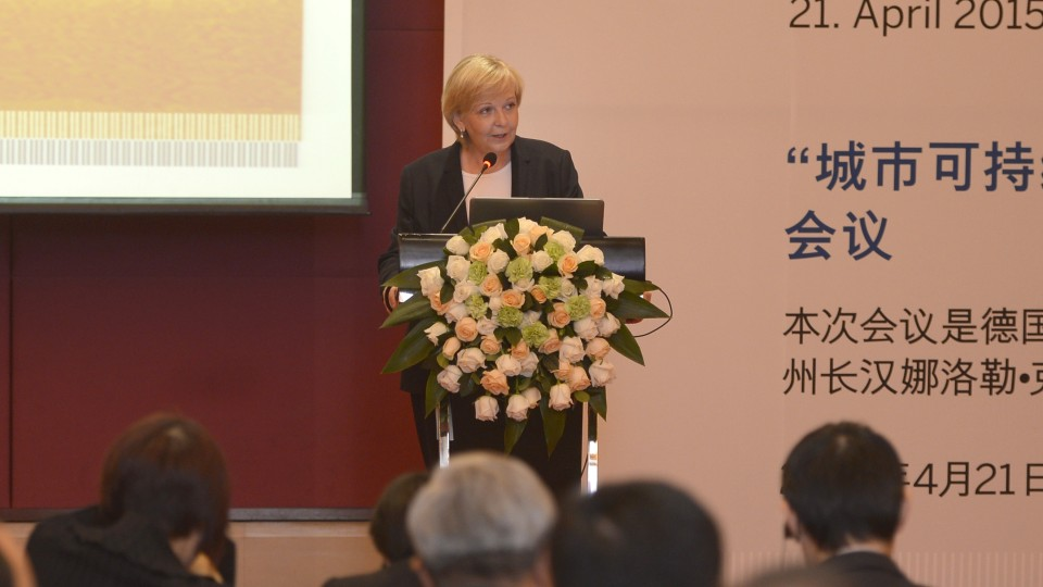 """Ministerpräsidentin Hannelore Kraft eröffnet die Konferenz """"Nachhaltige Stadtentwicklung und energieeffizientes Bauen"""" in Peking"""