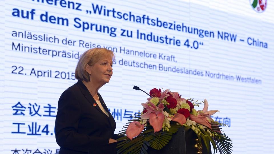 """Ministerpräsidentin Hannelore bei ihrer Rede auf dem Wirtschaftstreffen """"NRW-China Industrie 4.0"""""""