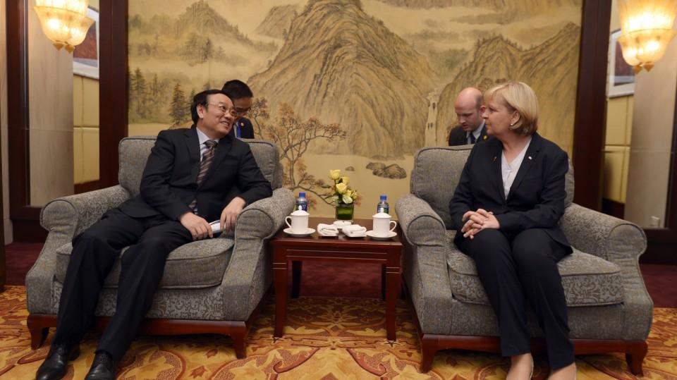Ministerpräsidentin Hannelore Kraft im Gespräch mit dem Vize-Gouverneur LIU Yie