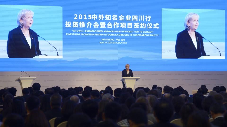 Ministerpräsidentin Hannelore Kraft hält ein Grußwort auf dem NRW-Empfang mit Eröffnung der Vertretung von NRW.INVEST in Chengdu / Provinz Sichuan