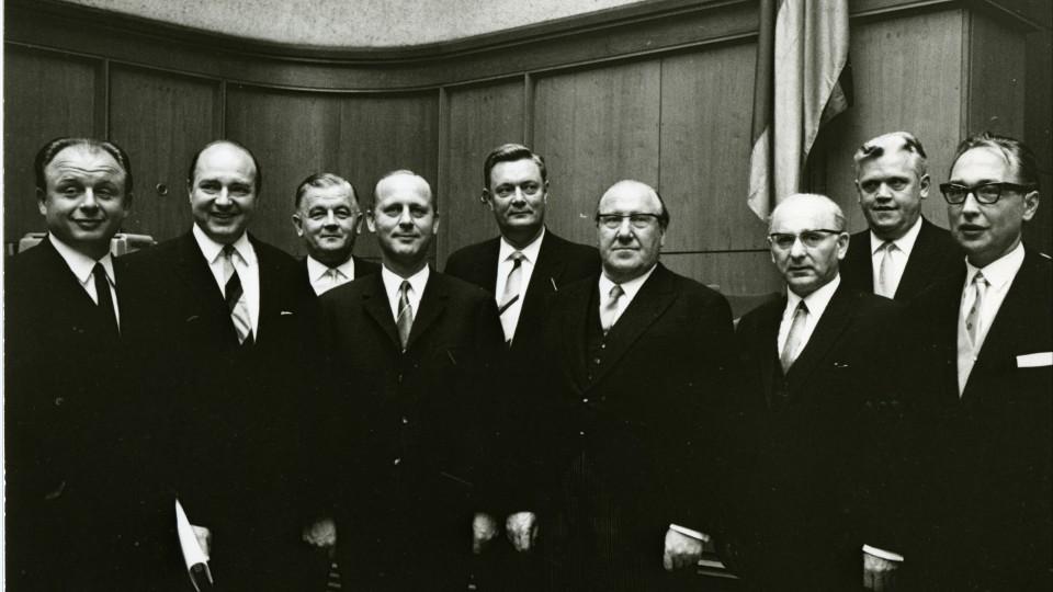 Das Bild zeigt das 3. Kabinett von Ministerpräsident Meyers