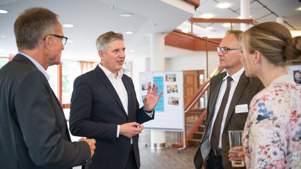 Frau Nadine Haßlöwer, Herr Michael Uhlich, Herr Henning Schulz und Herr Andreas Kersting im Gespräch.