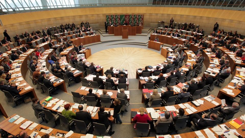 Bild zeigt den plenarsaal des Landtags NRW