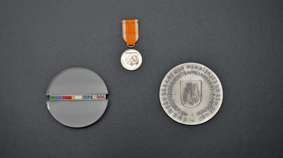 Bild-Collage mit drei Orden- und Ehrenzeichen