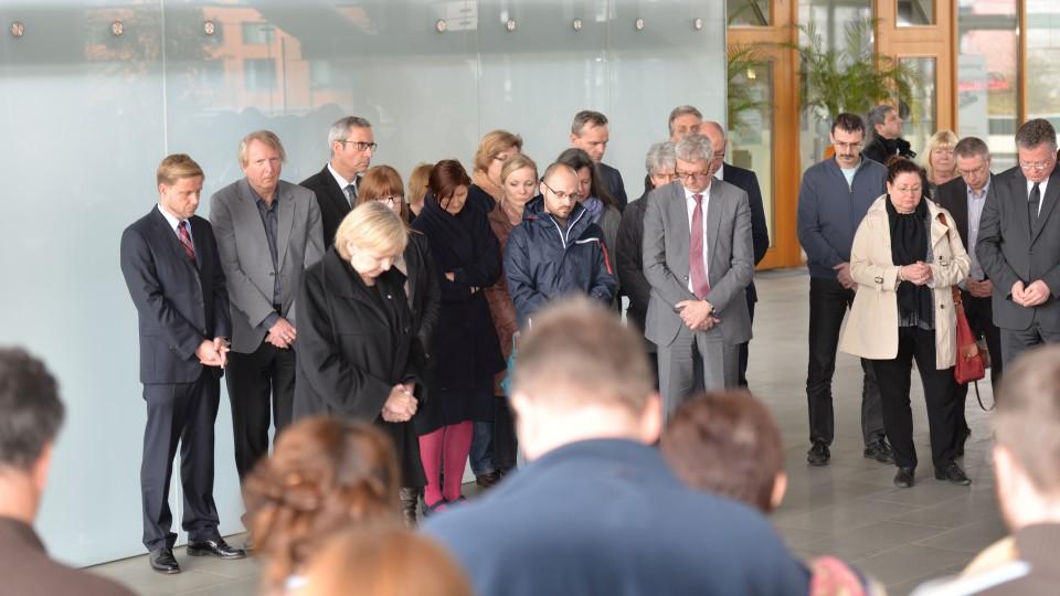 Ministerpräsidentin Hannelore Kraft bei der Schweigeminute in der Staatskanzlei NRW